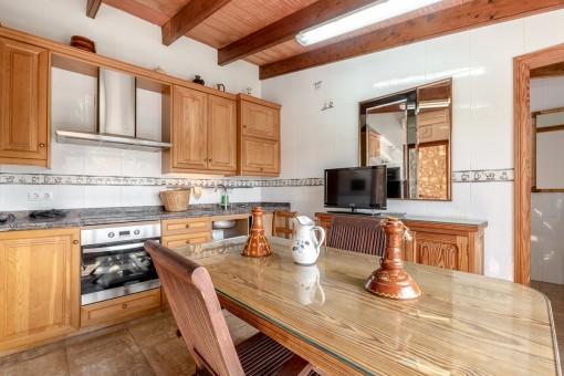 Rustikale Küche und Essbereich