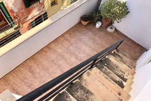 Treppe zur unteren Terrasse
