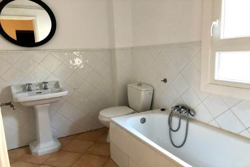Erstes Badezimmer