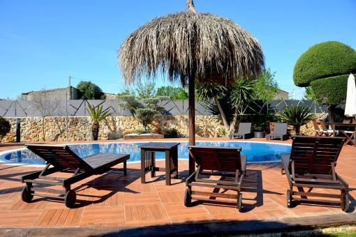 Schöne Finca mit Pool auf dem Lande in Pina