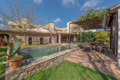 Historisches Stadthaus mit großem Garten, Pool und Ferienvermietlizenz im Herzen von Artà