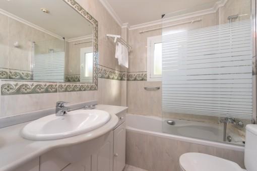 Badezimmer, Apartment 2