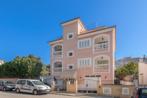 Gebäude mit 2 unabhängigen Wohnungen und einer Ferienvermietlizenz im Zentrum von Cala Ratjada