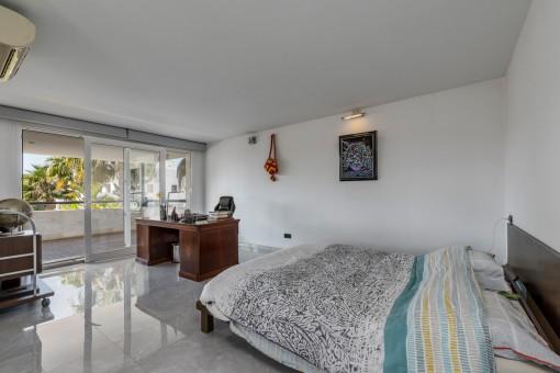 Hauptschlafzimmer mit Balkon