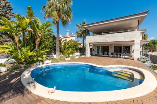 Große Villa mit Pool in Las Maravillas