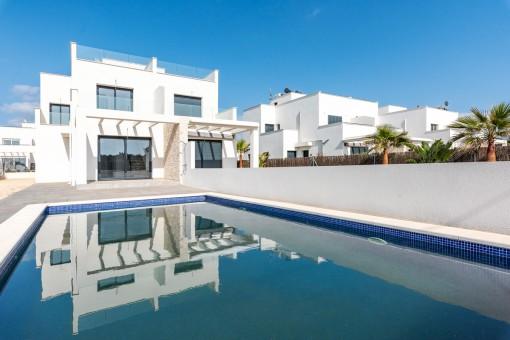 Neubau-Doppelhaushälfte mit Pool in Cala Pi