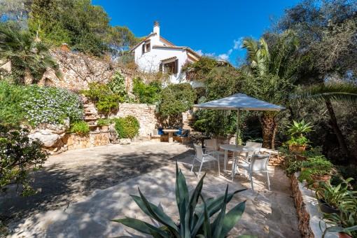 Mediterrane Villa mit verschiedenen Wohneinheiten wenige Schritte vom Meer entfernt in Cala Figuera