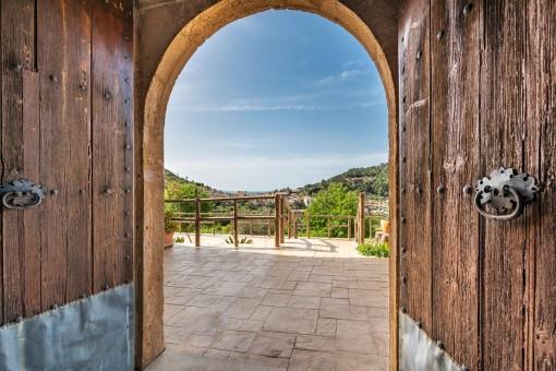 Rustikale Eingangstür zur Finca