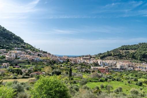 Panoramablick über das Tal