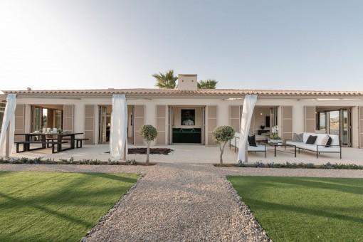 Luxuriöses Traum-Finca-Anwesen mit Meerblick in  der Nähe von Son Macia