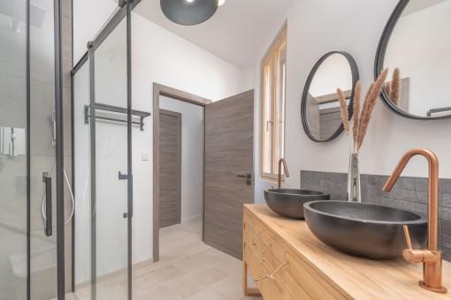 Modernes Duschbadezimer
