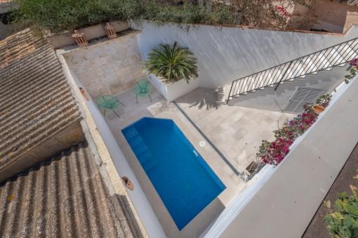 Blick zum privaten Poolbereich