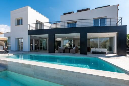 Ultramoderne Neubauvilla mit Pool und Aufzug in Sa Torre