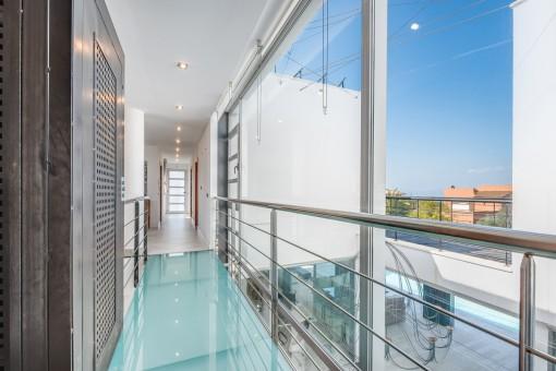 Stylisches Obergeschoss mit Aufzug