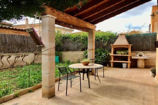 Möblierte Doppelhaushälfte mit Garage und Garten in ruhiger Wohnlage in Marratxi