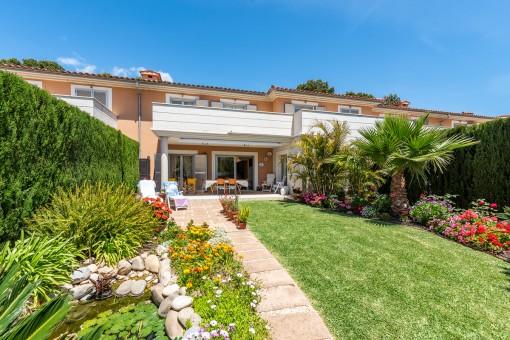 Wunderschönes Reihenhaus mit gepflegtem Garten und Gemeinschaftspool in Cala Vinyas