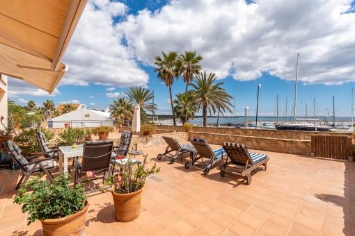 Private Terrasse mit Hafenblick