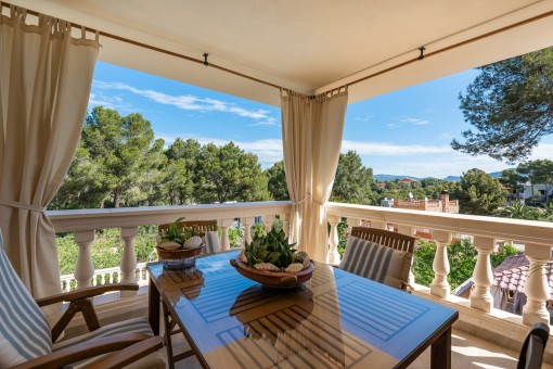 Obere Terrasse mit schönem Blick