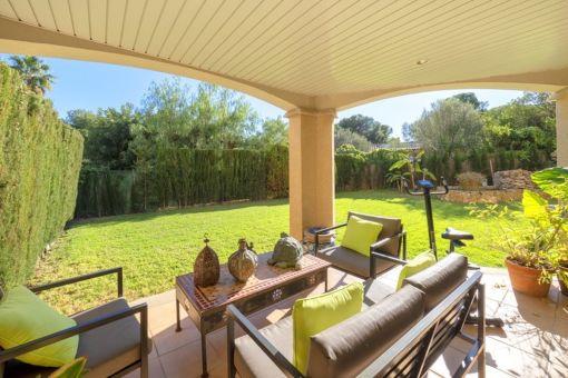 Schöne Erdgeschosswohnung mit Garten in der ruhigen Gegend von Las Lomas, Bendinat