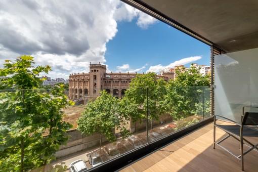 Neubau Erstbezug-Apartment mit Parkettböden, großem Balkon und Gemeinschaftspool direkt am Plaza de Toros