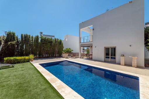 Privater Garten mit Pool