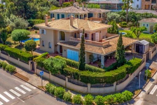 Großes Einfamilienhaus mit gepflegtem Garten in einer ruhigen Gegend von Santa Ponsa