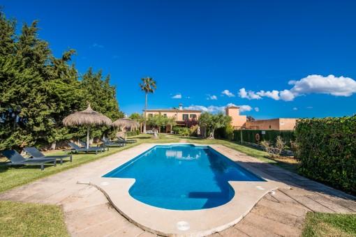 Fincaanwesen bestehend aus 2 Landhäusern und diversen Nebengebäuden mit Ferienvermietlizenz bei Santa Margalida