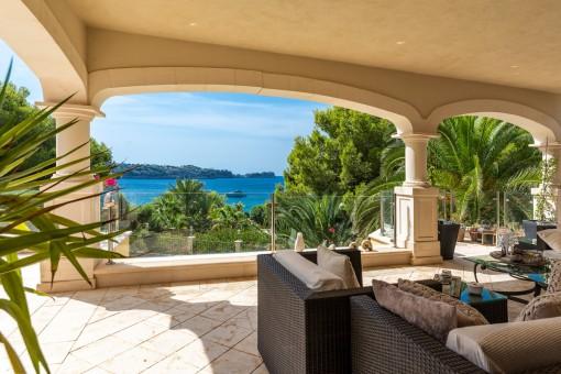 Obere Terrasse mit Lounge