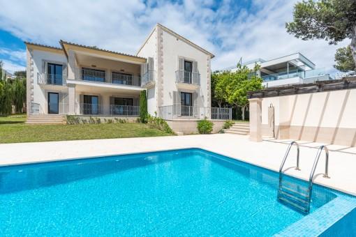 Elegante Neubau-Luxusvilla in Südlage mit Meerblick in Santa Ponsa