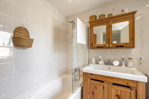 En Suite Badezimmer mit Wanne