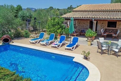 Möblierte Finca mit Pool, Kamin, Klimaanlage und schönem Gartengrundstück, nur fussläufig von Incas Stadtzentrum entfernt