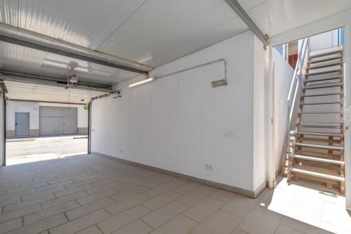 Garage und Zugang zur Terrasse