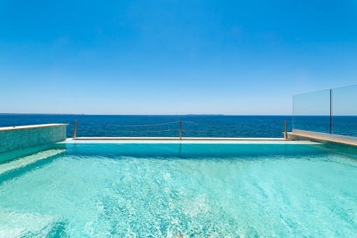 Wunderschöne Penthousewohnung in erster Meereslinie in S´Estanyol mit unglaublichem Blick auf das Meer und die Insel Cabrera