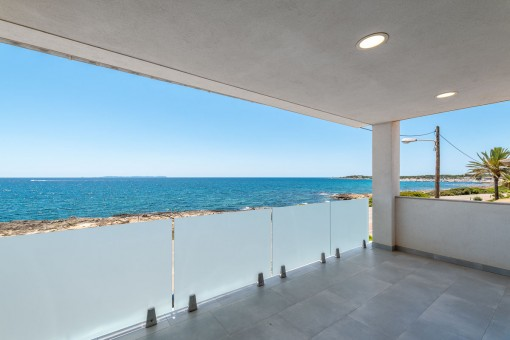 Untere Terrasse mit Meerblick