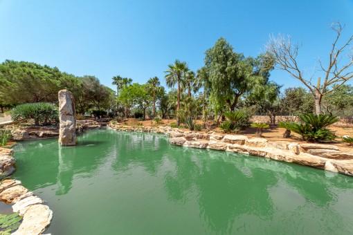Großer Teich im Garten