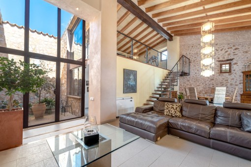 Modernern Wohnbereich mit hohen Decken