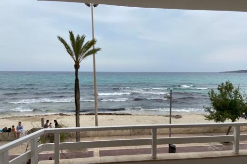 Praktische Wohnung in erster Meereslinie, mit 2 Schlafzimmern, möbliert und ausgestattet in Cala Millor