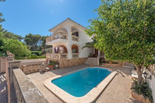 Schöne Villa mit 2 separaten Wohnungen, Pool und Garage, in ruhiger Lage in Cala Ratjada