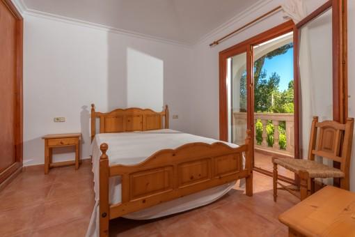 Schlafzimmer mit Balkonzugang