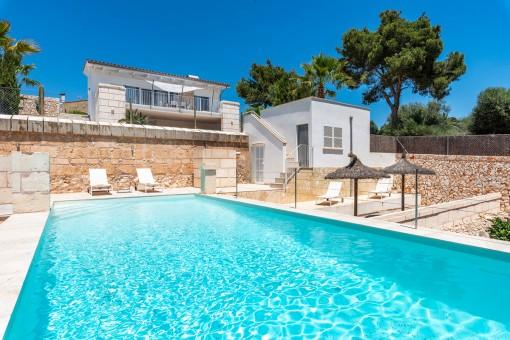 Wundervolle Villa mit Pool und in unmittelbarer Nähe vom Strand in Cala Lombards