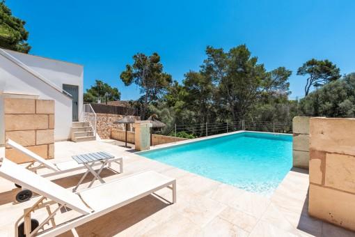 Schöner Pool- und Terrassenbereich