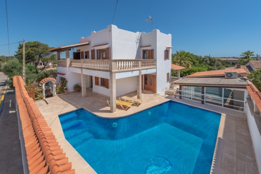 Mediterranes Chalet mit Meerblick und Pool in Cala Llombards