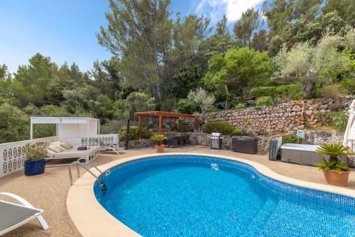 Pool in idyllischer Lage