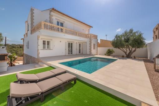 Schöne, lichtdurchflutete Villa mit Pool in ruhiger Wohngegend von Portocolom