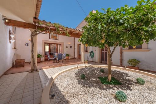 Gepflegtes Stadthaus mit grosszügigem Patio in Campos