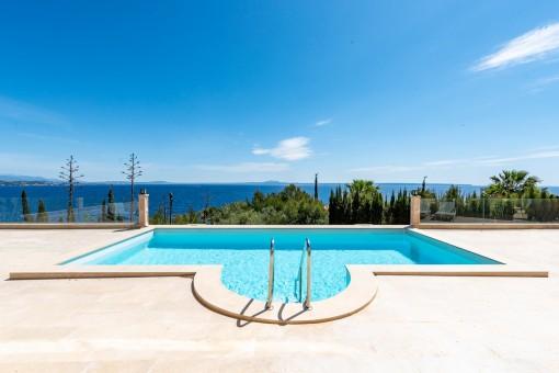 Villa in erster Meereslinie mit herrlichem Blick in Cala Vinyas