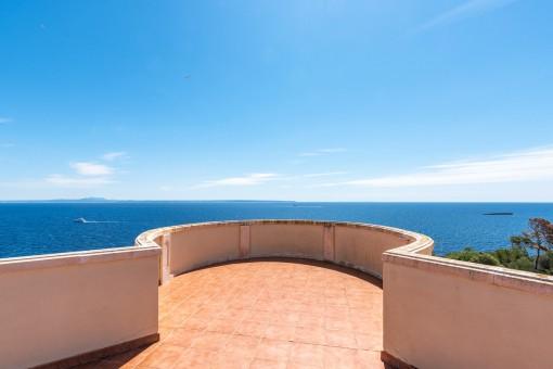 Dachterrasse mit atemberaubenden Meerblick