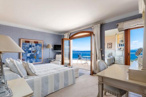 Schlafzimmer mit Meerblick-Balkon