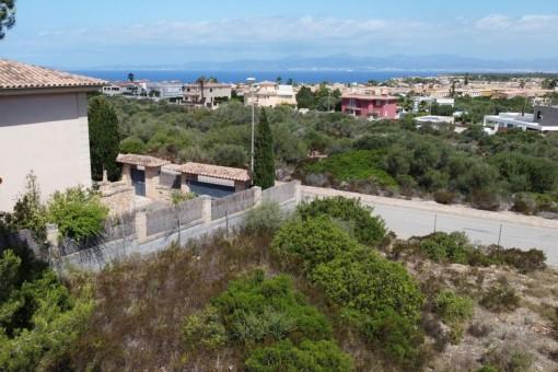 Sehr schön gelegenes Panoramablick-Grundstück mit aktueller Baugenehmigung in Sa Torre