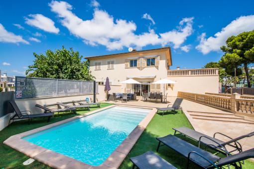 Helles, geräumiges Chalet mit Swimming Pool und Ferienvermietlizenz nur 100 Meter vom Strand entfernt an der Playa de Muro